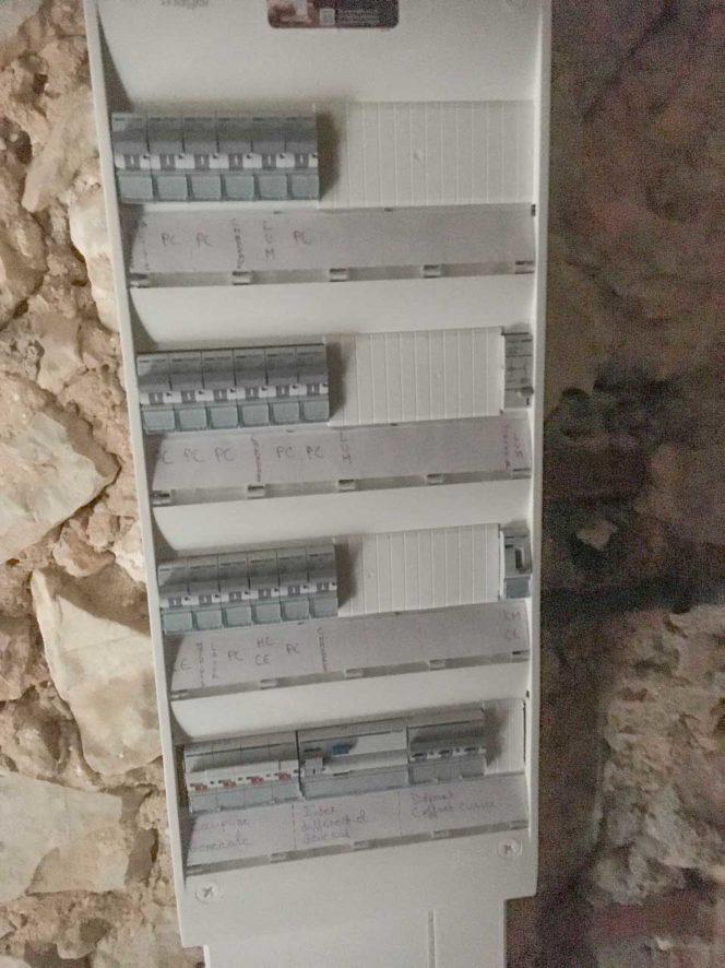 Rénovation d'une installation électrique dans un domaine vinicole au Broussan, Domaine Estienne d'Orves